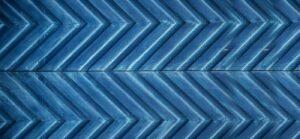 Zigzag wall design in blue